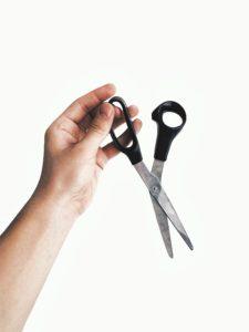 Make an RFID blocker - Scissors - photo